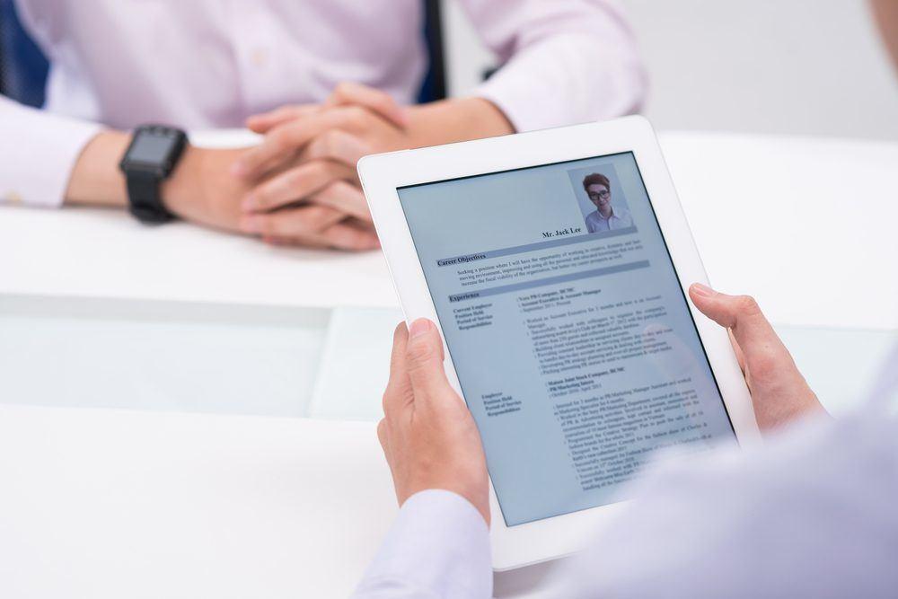 Biết cách viết CV sẽ giúp bạn nổi bật hơn hàng trăm ứng viên khác