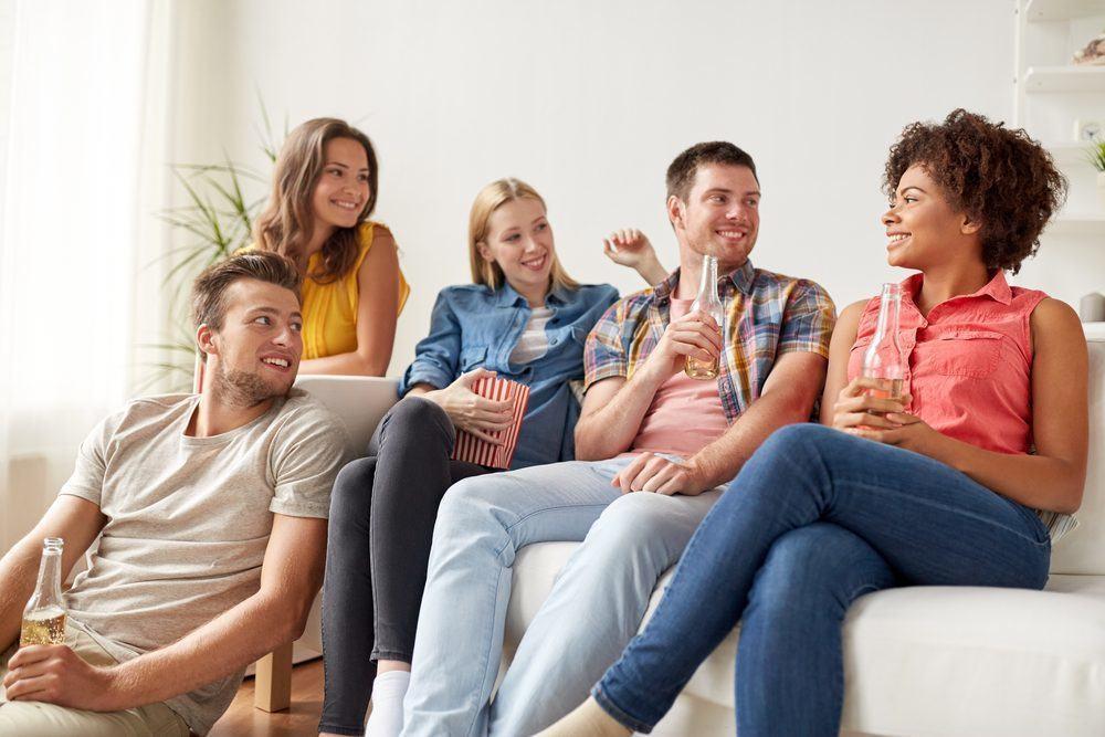 Các thành viên trong gia đình thường tham gia những buổi tụ họp gia đình vào cuối tuần