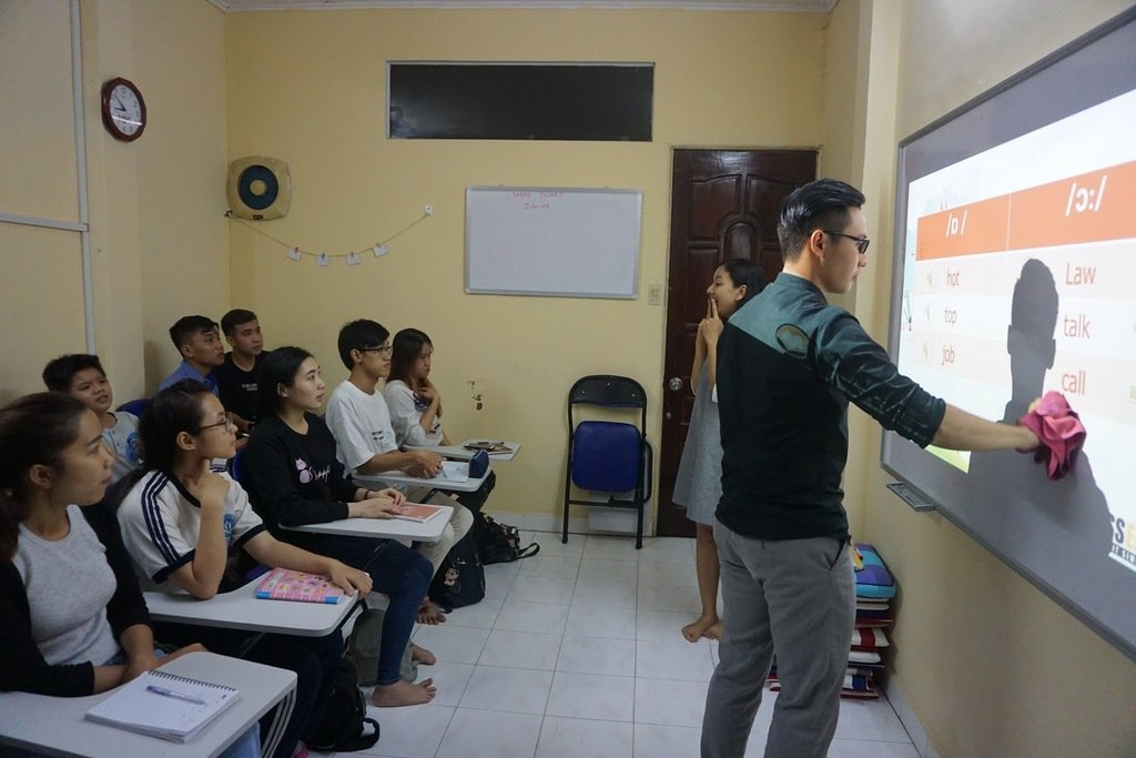 Tham gia các khóa học để luyện tập phát âm chuẩn