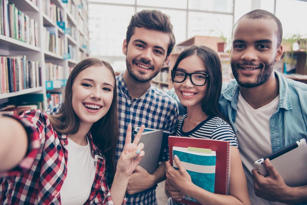 Đoạn văn giới thiệu bản thân bằng tiếng Anh cho học sinh, sinh viên